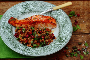 WHAT I EAT, WHAT I READ AND SWEET PAPRIKA SALMON FOR ALL THE FAMILY