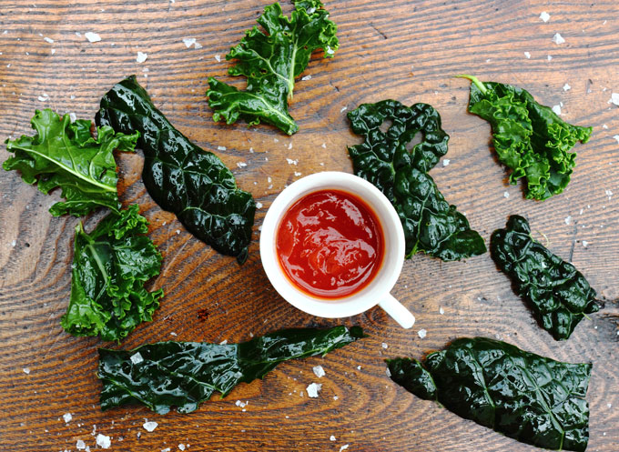 kale-crisps-with-ketchup