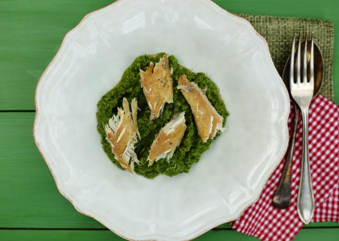 pea puree with smoked mackerel