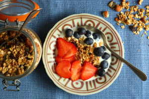 HEART-HEALTHY NUTS AND CHRISTMAS GRANOLA