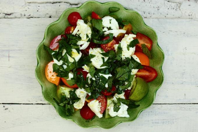 tomato mozarella salad