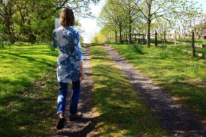 IMPROVE YOUR MEMORY BY WALKING BACKWARDS, THROWING PARTIES AND OTHER THINGS BESIDES…