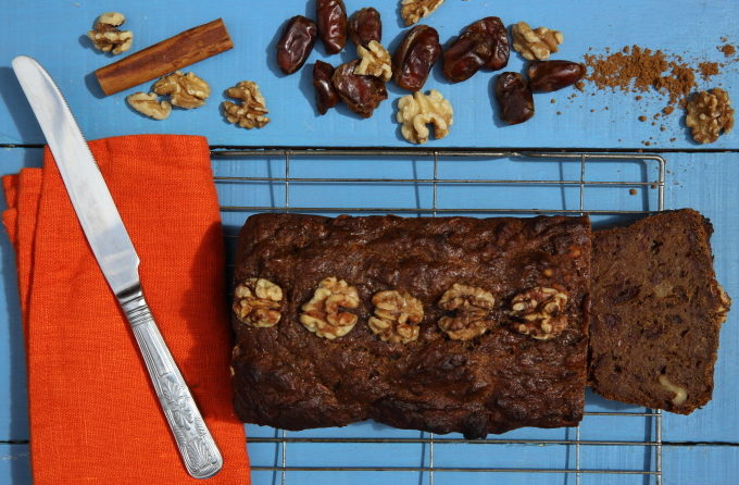A HEALTHY STICKY TOFFEE PUDDING CAKE? YES, REALLY…WITH WALNUTS!