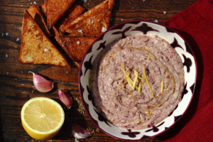 PRO-AGEING RED BEANS – SPICED KIDNEY BEAN DIP WITH SMOKED PAPRIKA CRISPS AND CHERRY TOMATOES